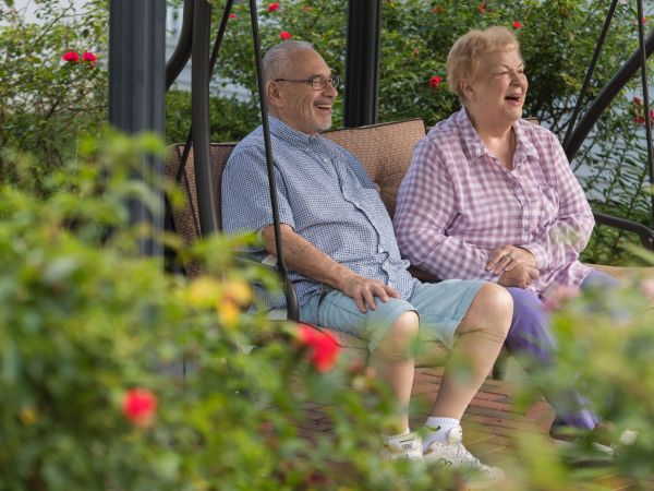 Couple at Kingston's Senior Living in Sylvania