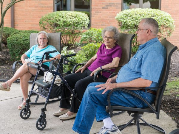 Visiting Outside Kingston Assisted Living in Marion