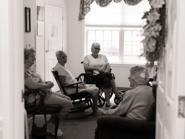 Visitors at Assisted Living Community in Marion