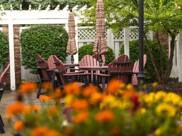 Outdoor Courtyard | Kingston at Dupont Memory Care