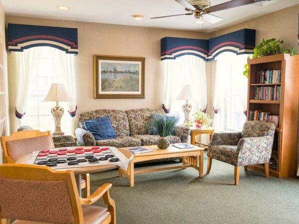 Living Room at Skilled Nursing Facility | Kingston of Miamisburg