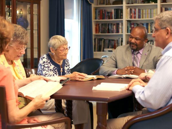 Residents Participating in Bible Study | Kingston Perrysburg